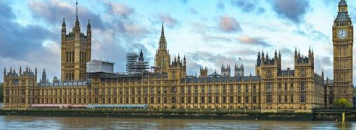 Inglaterra impulsa regulación que restringe las promociones de alimentos en tiendas y online