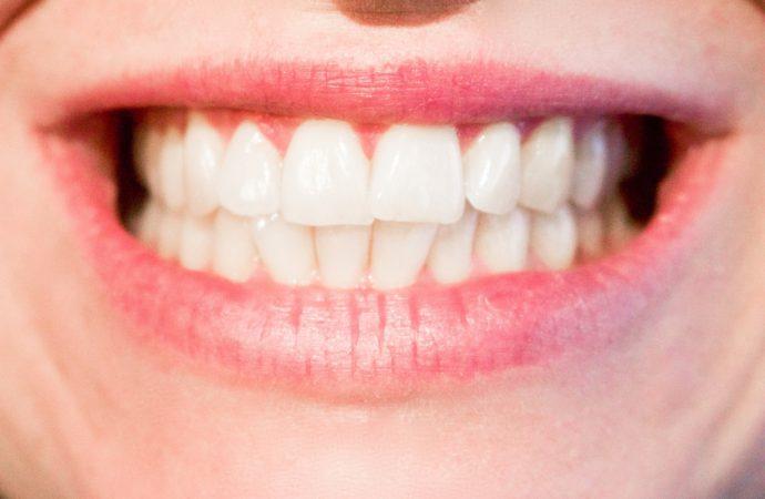 Reino Unido: Estudio indica que masticar bien los alimentos previene las infecciones en la boca