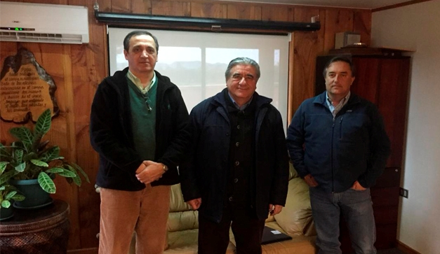 Foto izq. a der: Fernando Bascuñán (Gerente de administración y Finanzas) , Carlos Descourvières (Gerente de Desarrollo Chilealimentos), Gastón Fernández (Gerente General)